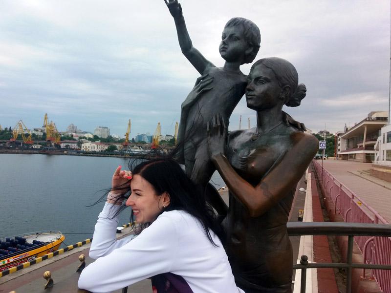 Памятник Жене моряка в Одессе