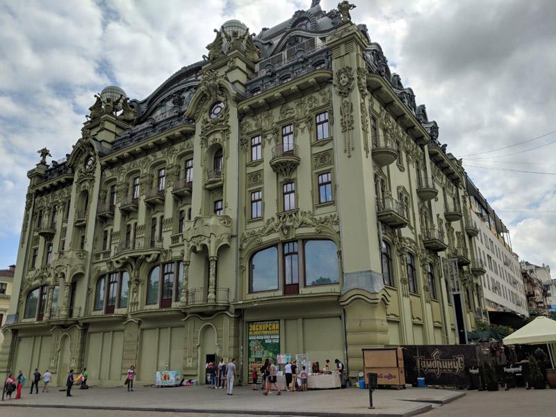 Красивое здание на Дерибасовской 31