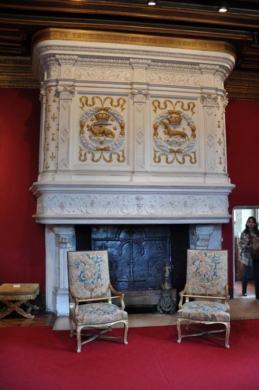 Камин в салоне Людовика XIV