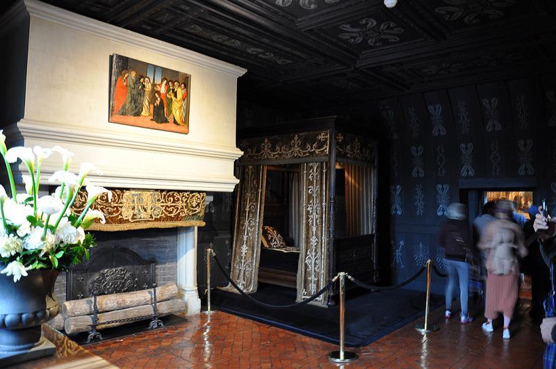 Черная спальня Белой Королевы Луизы Лотарингской