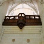 Балкон, на котором королевы слушали мессы