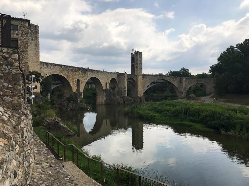 Римский мост в Бесалу
