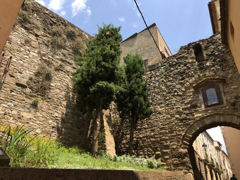 Portal de la Forca в Бесалу