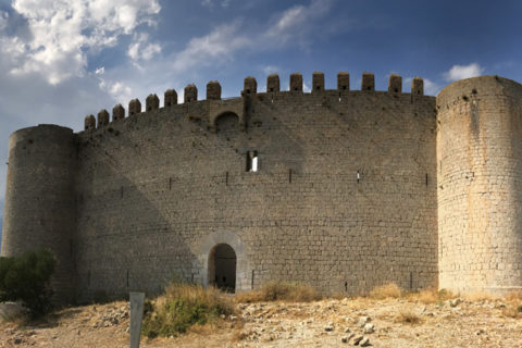 Крепость Монгри в Каталонии