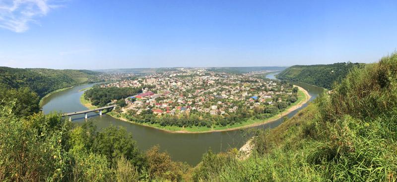 Залещики: панорама из села Крещатик