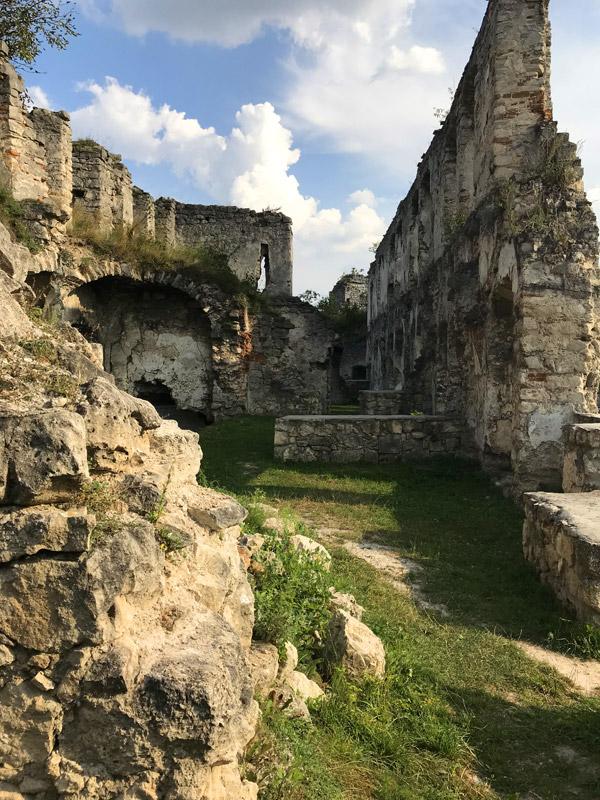 Древние стены Чортковского замка